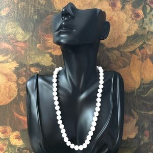 🔥 Vintage White Bead Necklace